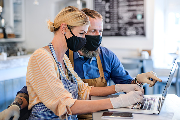 coffee-shop-owners-with-face-masks-lockdown