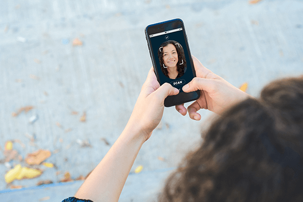 smartphone-with-facial-recognition-1