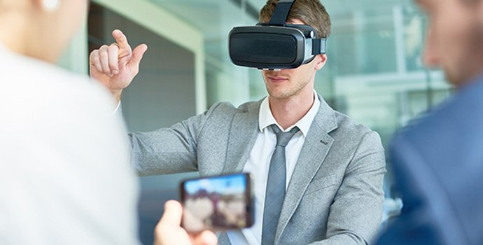 using-vr-headset-at-boardroom