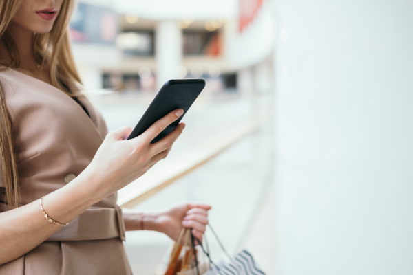 woman-using-mobile-in-shopping-mal