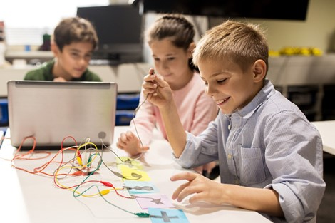 Connected Classrooms - Recreating Education System of Tomorrow with IoT